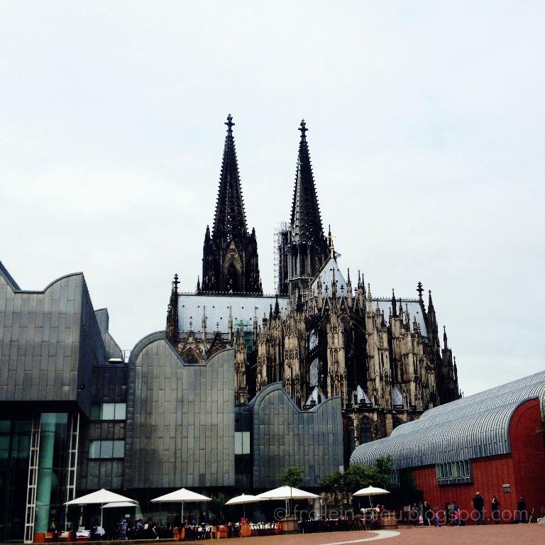 BIWYFI, Beauty is where you find it, grau, Frollein Pfau, Köln, Rheinauhafen, Kranhäuser, Rhein, Kölner Dom, Dom, Kölner Philarmonie