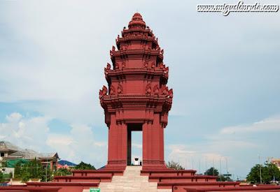 Monumento a la Independencia en Phnom Penh