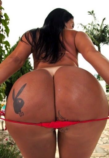 Nackt Bilder : Brasilianerin mit fettem Hintern   nackter arsch.com