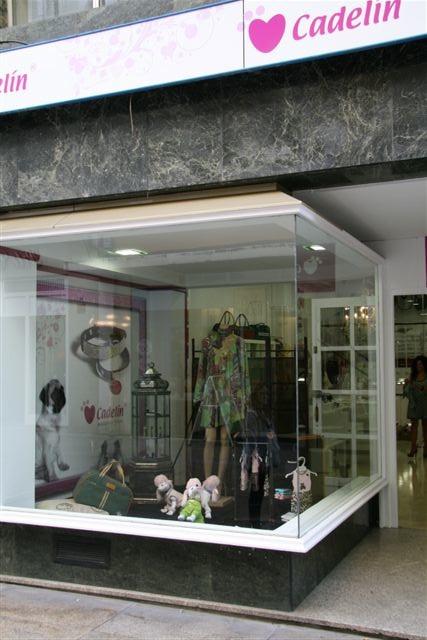 Tienda de productos para todo tipo de mascotas share the for Oficina fedex madrid
