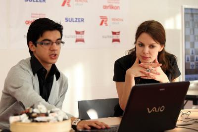 Ronde 5 : Anastasiya Karlovich interroge Anish Giri après sa défaite face à Alexander Morozevich