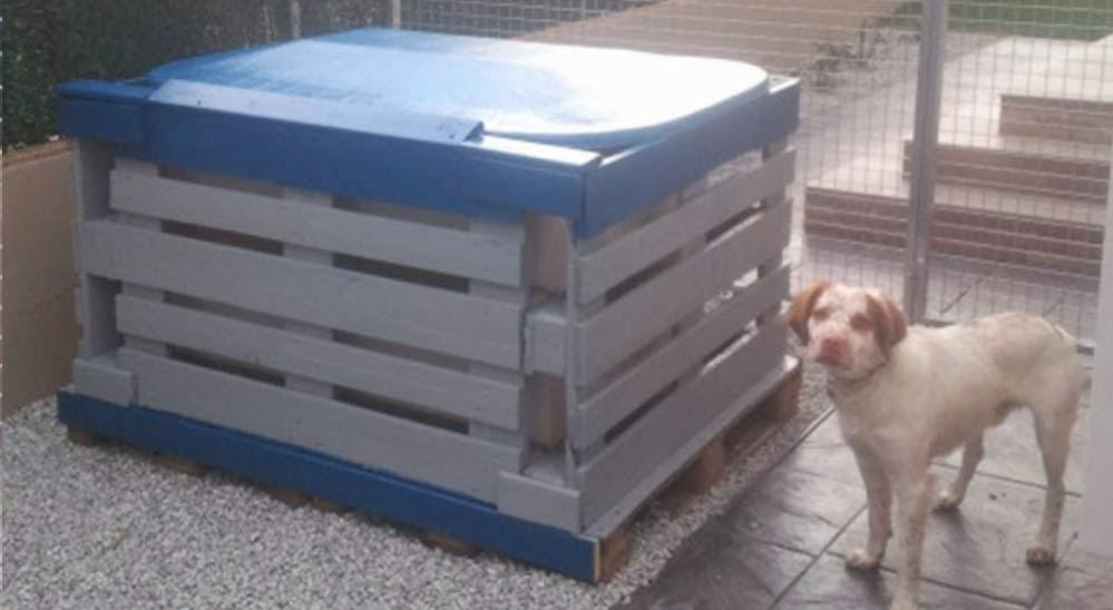 El bungalow de charly o como reparar - Casas para perros con palets ...