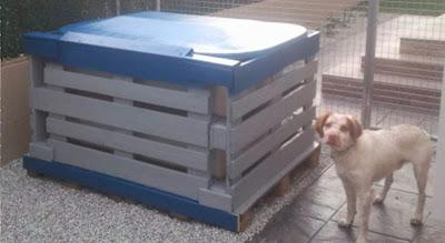El bungalow de charly o como reparar una caseta de perro con unos palets - Casa de perro con palets ...