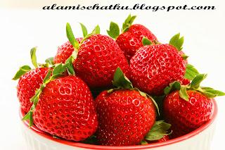 Khasiat dan Manfaat Buah Strawberry untuk Merawat Kulit Wajah