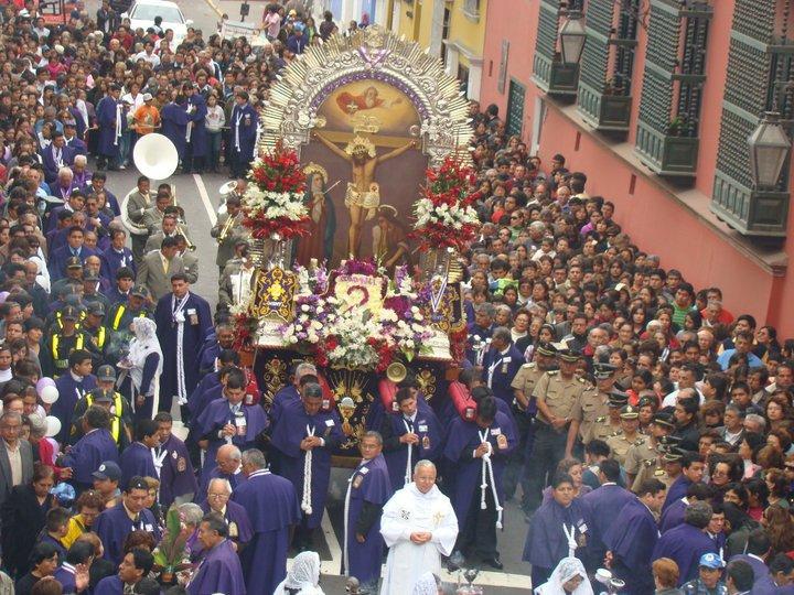 Fieles del Señór de los Milagros mostraron su devoción - Trujillo