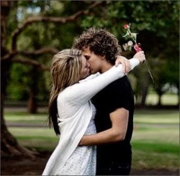 hindi Love SHayari Girl boy in love hugging.jpg