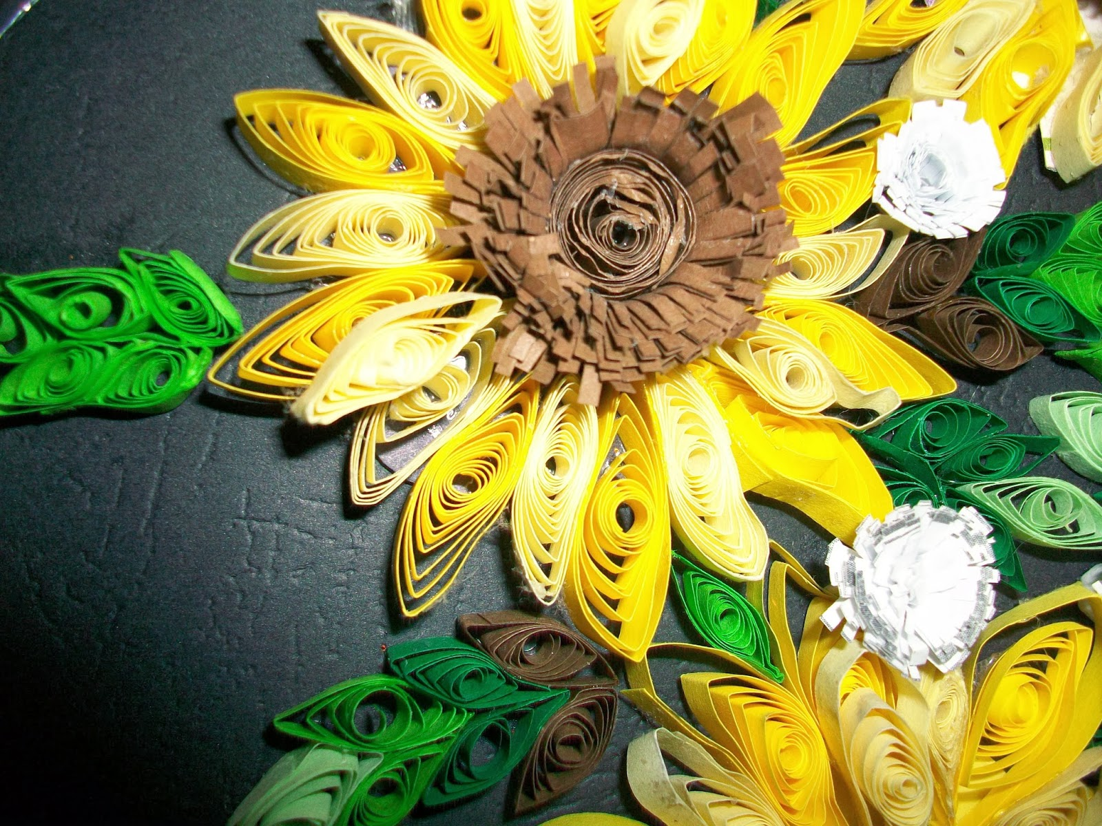 Paper Quilling By Sheri: A wall hanger with Sunflowers