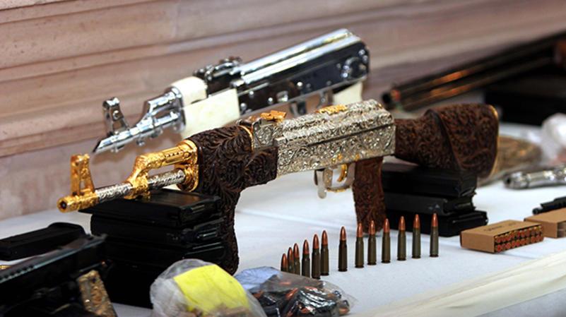 Resultado de imagen para armas de lujo narcos
