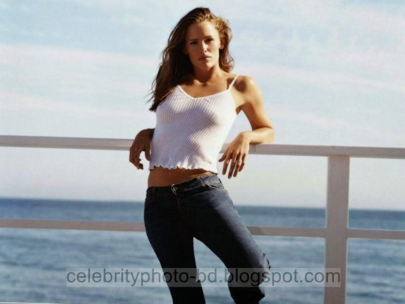 Jennifer+Garner+Latest+Hot+Photos+With+Short+Biography015