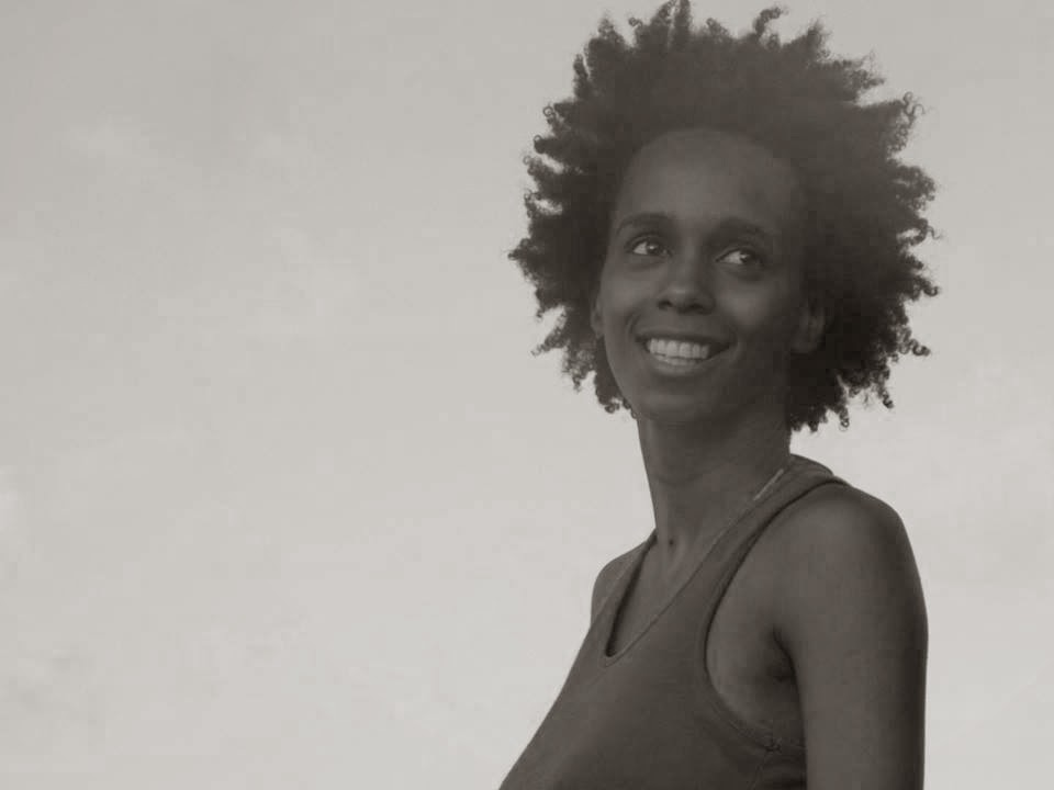 Driely Alves - Atriz, dançarina, educadora e produtora cultural; Co-fundadora do grupo; Acadêmica do curso de Artes Visuais pelo Instituto de Ensino Superior da FUNLEC (IESF/MS).