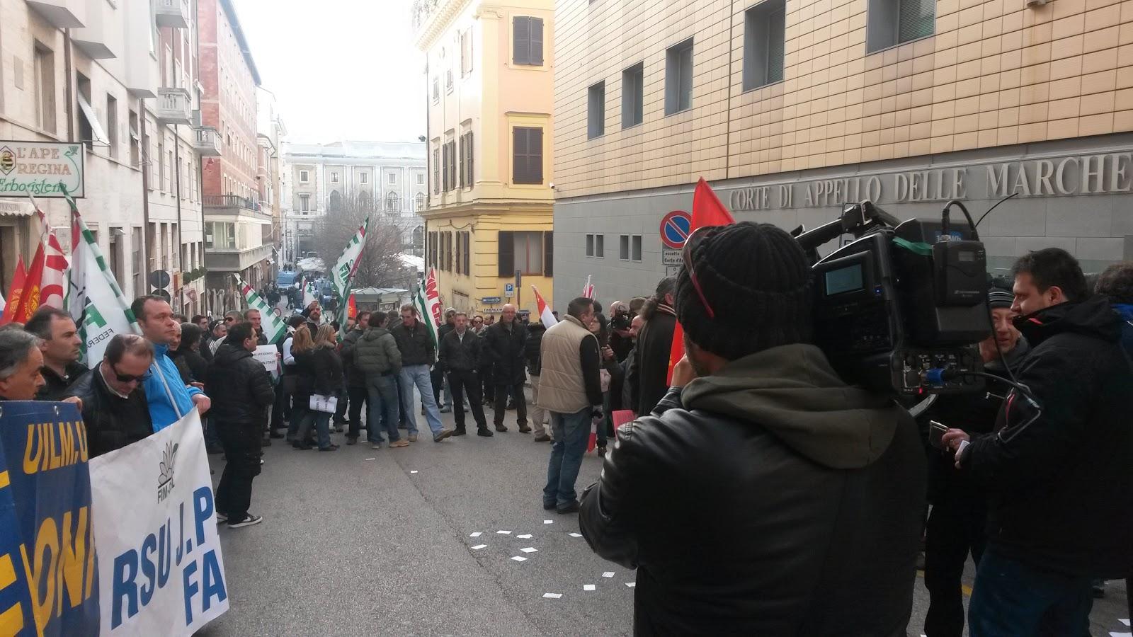 manifestazione tribunale di Ancona
