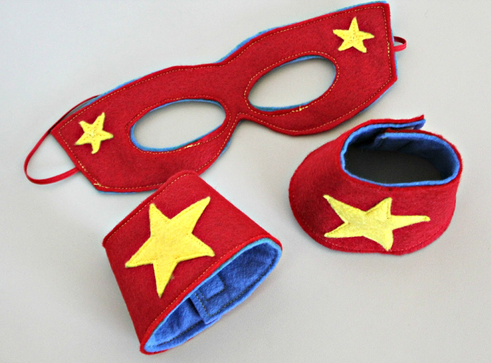 RisC Handmade: Superhero Mask and Cuffs