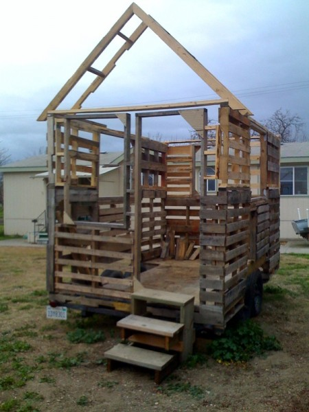 Tiny house on wheels for Pallet wall on wheels