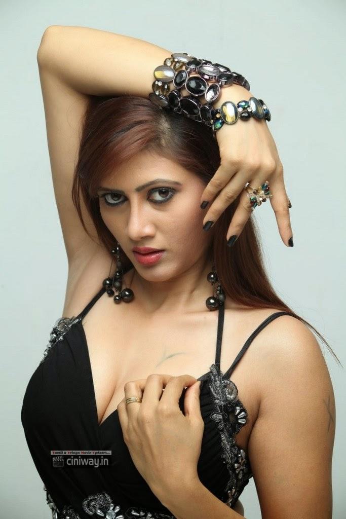 Inji-Murappa-Heroine-Sony-Charishta-Stills