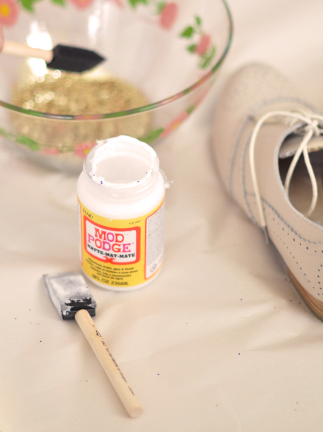 glitter shoes, glitter cap toe shoes DIY