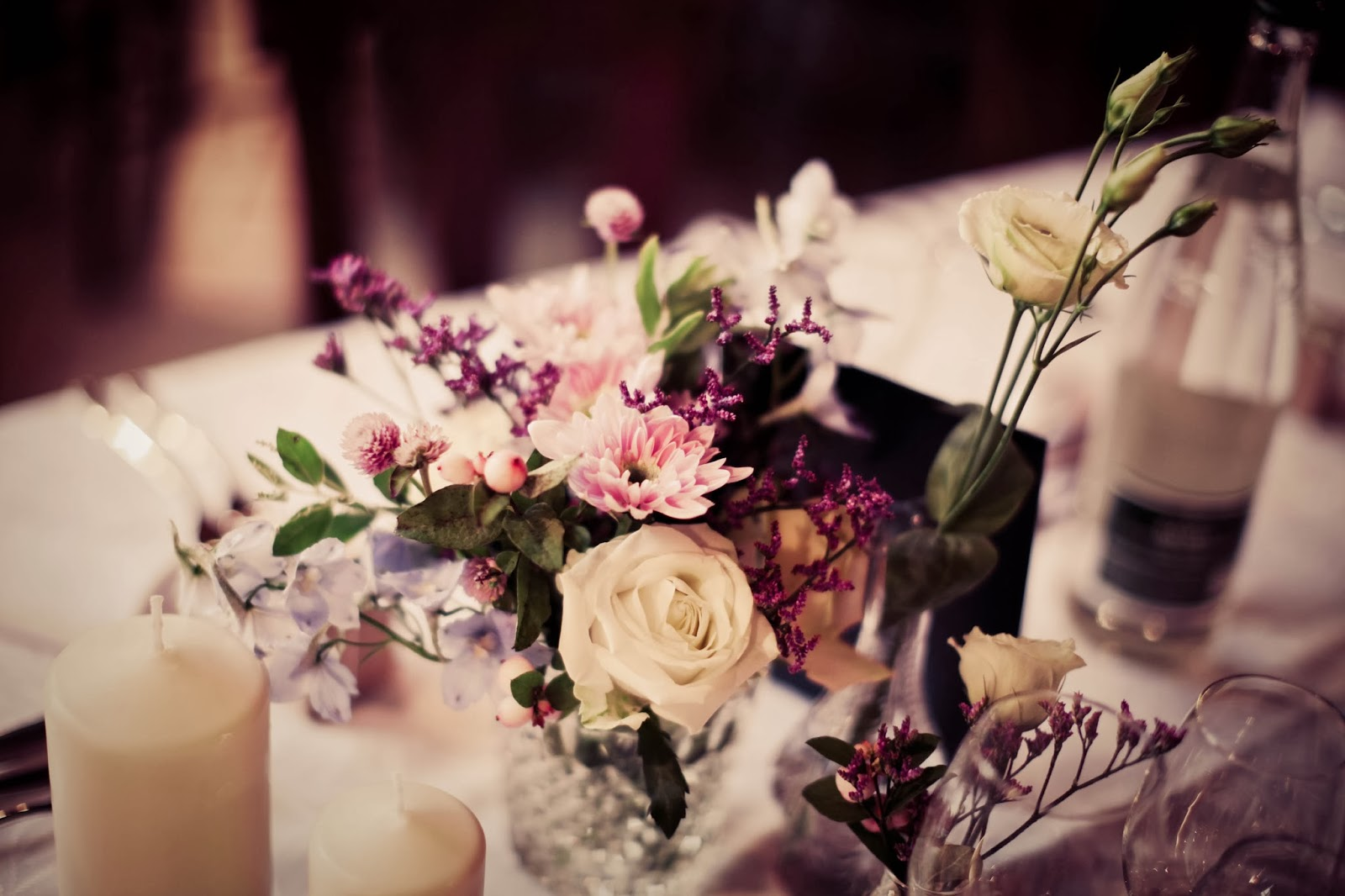 Retro wedding table decoration - wedding photographer : Elisabeth Perotin