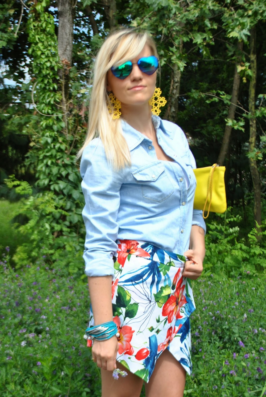 outfit floral skort camicia in denim borsa gialla abbinamenti borsa gialla come abbinare la borsa gialla bracciale majique come abbinare la skort abbinare la stampa a fiori outfit luglio 2014 outfit estivi outfit estate 2014 outfit mariafelicia magno fashion blogger di colorblock by felym fashion blogger bionde fashion blogger milano
