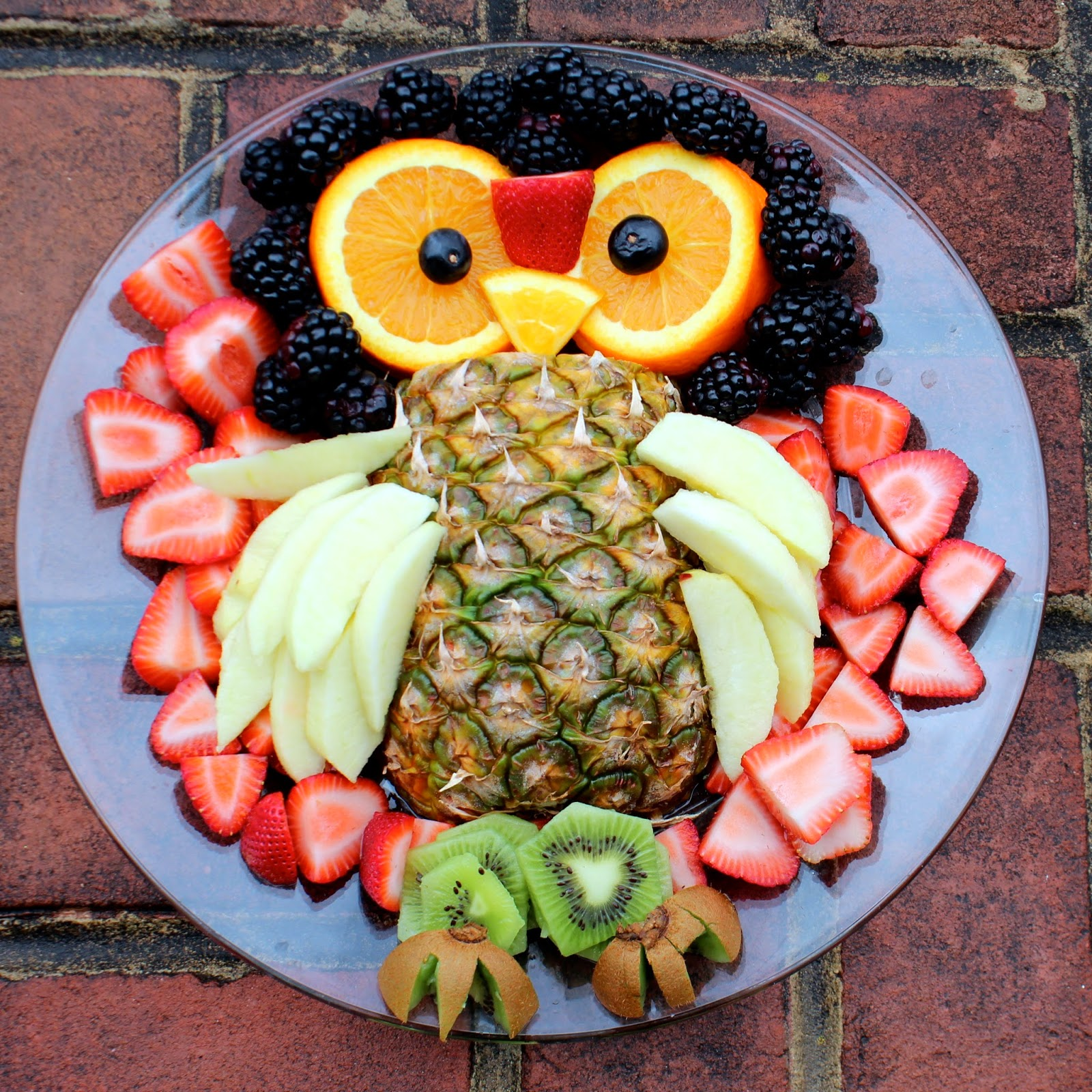 Bolling With 5 Owl Fruit Platter