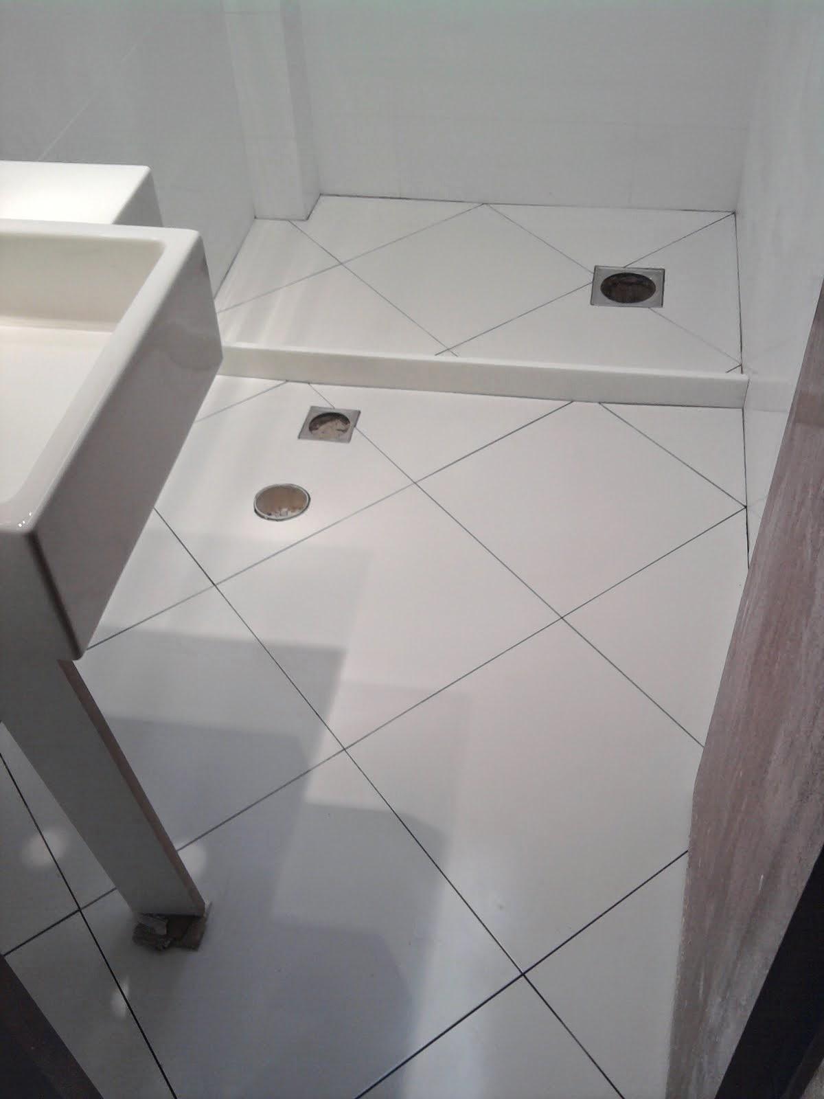 por pisos foscos e ou antiderrapantes para evitar escorregões #6B6360 1200 1600