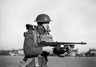 أسلحة سميت على أسماء مخترعيها Thompson_02