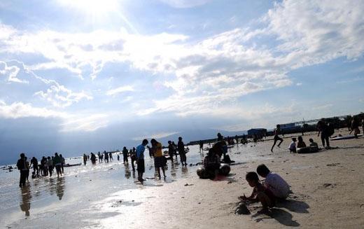 Pantai pasir putih Tempat wisata lampung terbaik