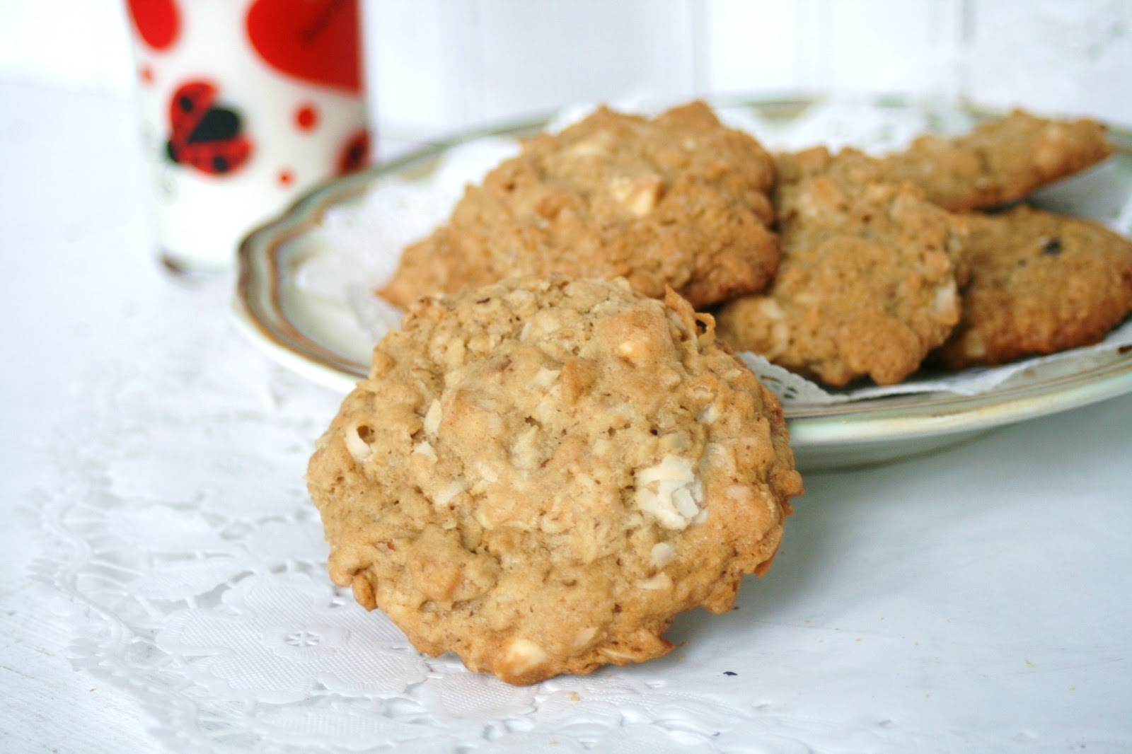 Thee Cook: White Chocolate Coconut Oatmeal Cookies