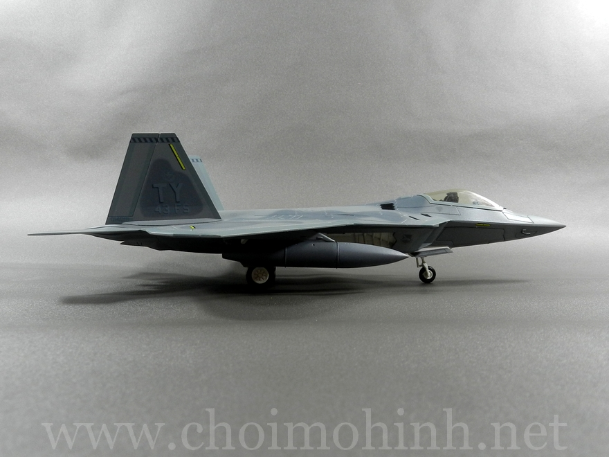 Lockheed F-22 Raptor 1:72 Hobby Master Limited side