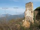 La masia d'Ocata amb els Rasos de Peguera i la Serra d'Ensija al seu darrere