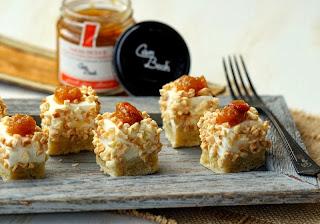 Mini pastissets de formatge i salsa dolça de préssec i albercoc