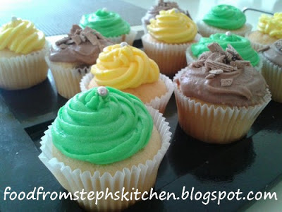 Cupcakes with vanilla butter icing