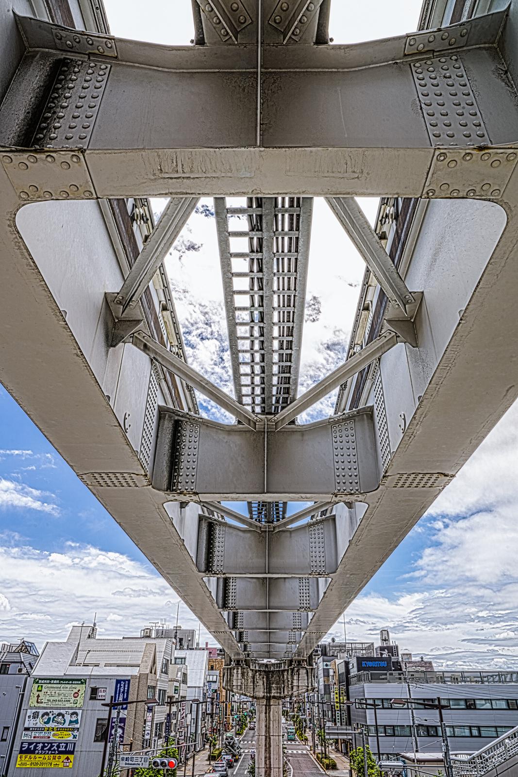 立川南駅付近のモノレールの高架線の写真 HDR