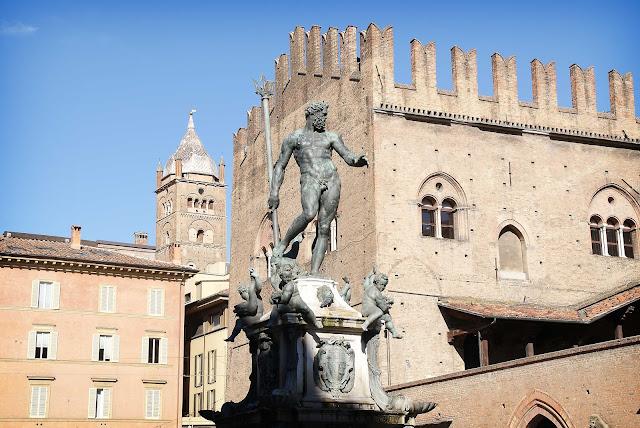 Plaza-de-San-Petronio-Fuente-de-Neptuno-Bolonia-Italia