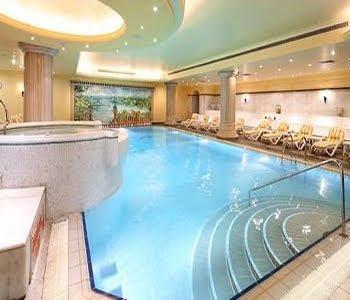 barcelo-eresin-topkapı-otel-yüzme-havuzu-istanbul