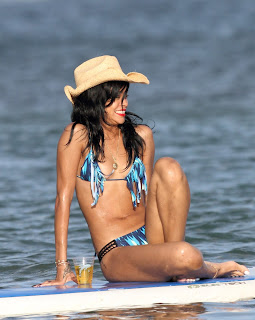 Rihanna Tiny Bikini, Rihanna Paddleboarding