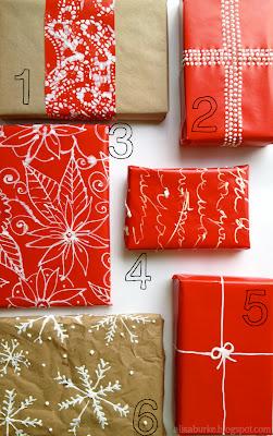 Pacotes de presente decorados com tinta. Faça você mesmo.