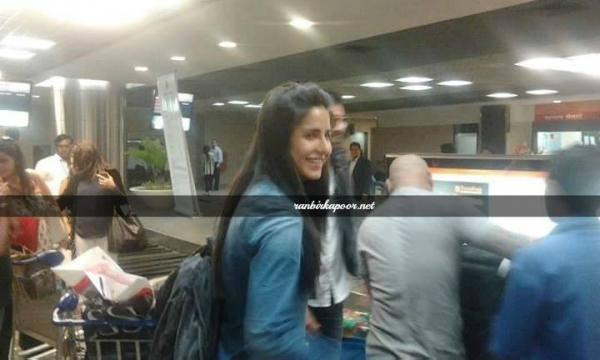 Ranbir Kapoor & Katrina both are spotted at Dubai airport
