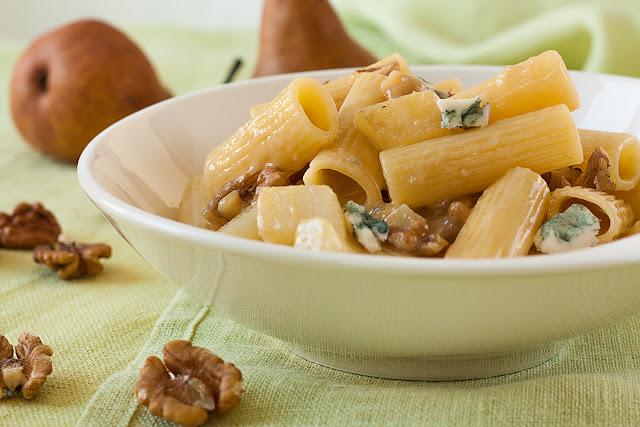 Pasta sa gorgonzolom, kruškama i orasima