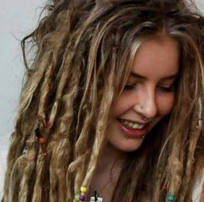 model rambut gimbal wanita