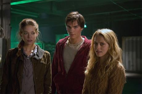 Nicholas Hoult y Teresa Palmer en  Memorias de un Zombie Adolescente' (Warm Bodies)
