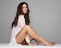 Sexy celebrity legs of Kate Beckinsale