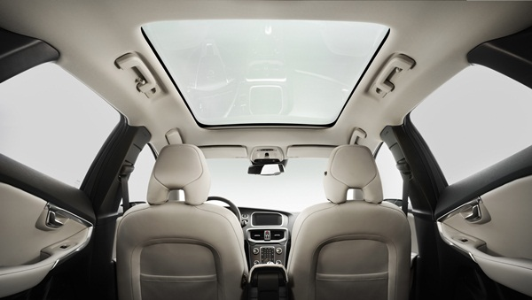 All-New-Volvo-V40-Panoramic-sunroof-600.jpg