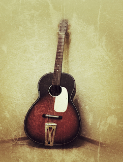 silent night come want to remove all desire without fatigue I saw an old guitar in the corner of the wall standing long untouched ..