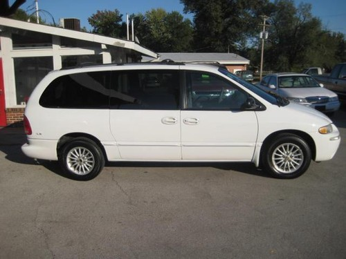 St Charles First Cars 2000 Chrysler Town Amp Country Lx Van