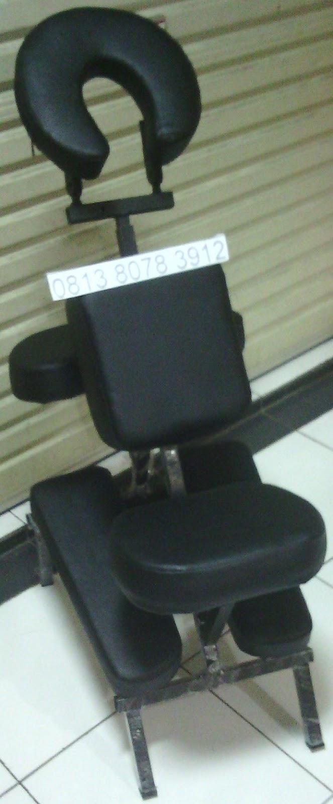 dengan kursi bekam ini agan bisa nyaman membekam, bisa membekam sekaligus tangan, kaki, kepala dan tangan dll