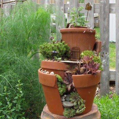 عمل تجميل للاواني المكسورة broken-pot-fairy-garden-13-400x400.jpg