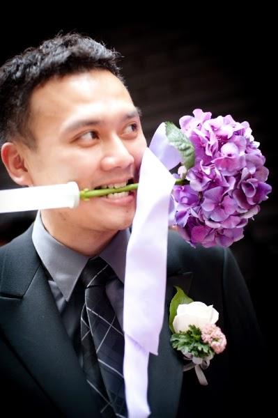 紫繡球比新郎咬住好笑