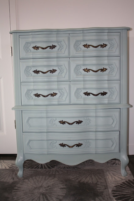 nifty thrifty momma for sale 300 tall vintage dresser. Black Bedroom Furniture Sets. Home Design Ideas