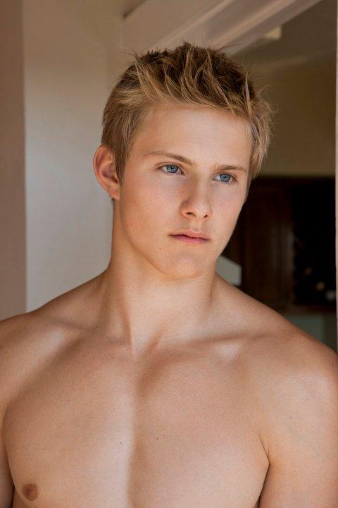 Alexander-Ludwig-shirtless-3.jpg