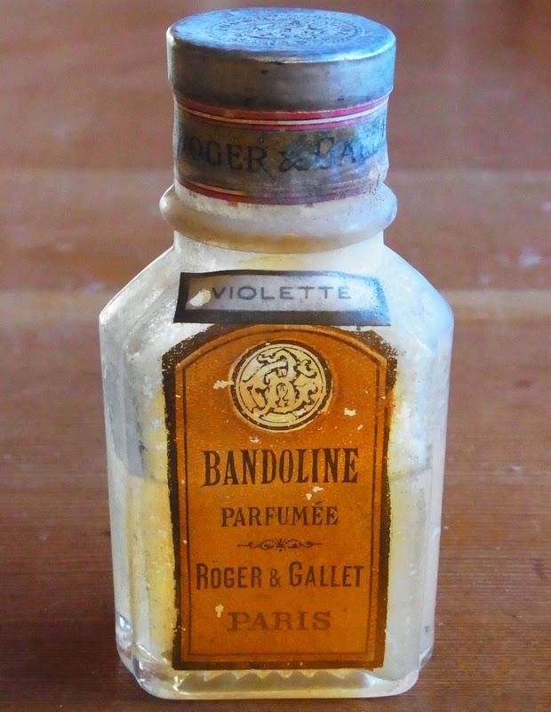 ... 悩むのは「BANDOLINE」ビンです