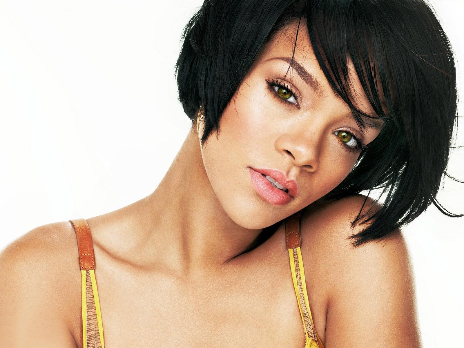 http://2.bp.blogspot.com/-T8fViNPMEAk/T7VYKq-lgwI/AAAAAAAAA4M/JmMqnDII5rY/s1600/Rihanna+Wallpapers+Free+Download+03.jpg